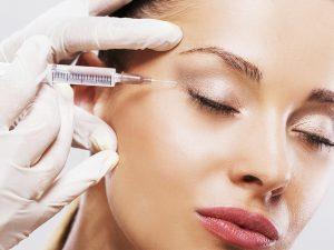 O ácido hialurônico é considerado um dos melhores e mais seguros produtos para o preenchimento facial, e consiste em um procedimento simples, realizado no consultório.